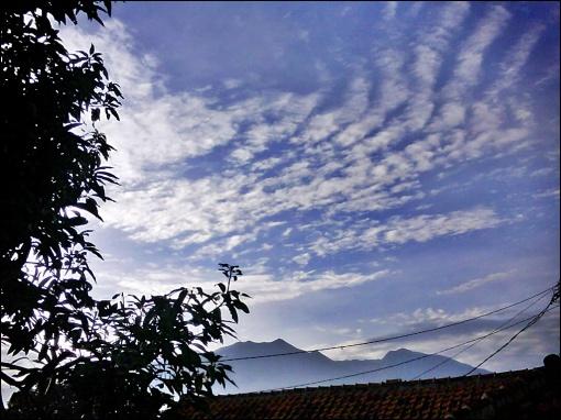pagi hari di atap rumah